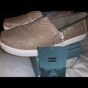 Girls Classic TOMS Rose Gold 3.5